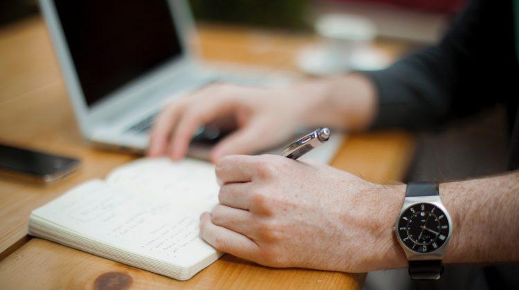 Oknyomozó újságírói mentorprogram